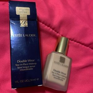 Estēe Lauder Double Wear Foundation